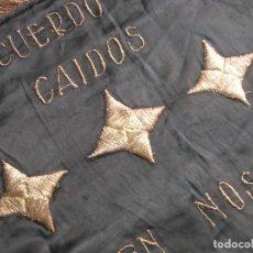 Militaria: RARO ESTANDARTE BORDADO FALANGISTA CON LUCEROS.ESCUDO FRANQUISTA MODELO 1938. DIVISION AZUL. FALANGE. Lote 186298107