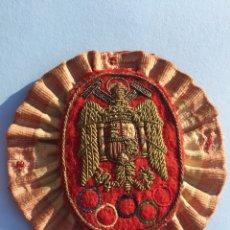 Militaria: ANTIGUA ESCARAPELA,ESCUDO BANDERA ESPAÑA FRANQUISTA,FRANCO,FALANGE,ÁGUILA BORDADO ANTIGUO. Lote 192032648
