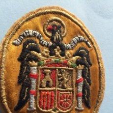 Militaria: ANTIGUA ESCARAPELA,ESCUDO BANDERA ESPAÑA FRANQUISTA,FRANCO,FALANGE,ÁGUILA BORDADO ANTIGUO. Lote 192032882