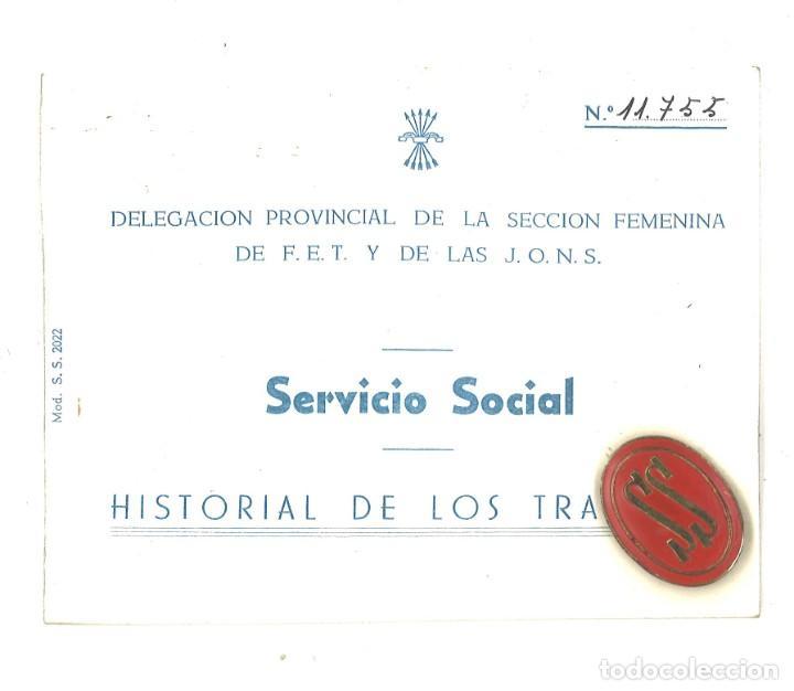CARTILLA SERVICIO SOCIAL. HISTORIAL DE LOS TRABAJOS. NAVARRA. CON INSIGNIA METÁLICA (Militar - Propaganda y Documentos)