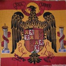 Militaria: GRAN ESCUDO BANDERA DE ESPAÑA. PRIMERA EPOCA FRANCO. Lote 194613181