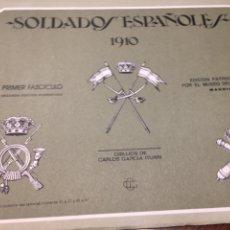 Militaria: CARPETA SOLDADOS ESPAÑOLES 1910 PRIMER FASCÍCULO COMPLETO. Lote 195087246