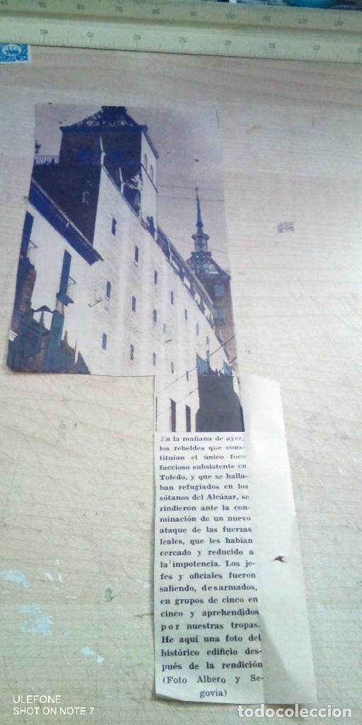 RECORTE DE PERIODICO QUE ACREDITA LAS FALSEDADES EN TORNO A LA TOMA DEL ALCAZAR DE TOLEDO 1936 (Militar - Propaganda y Documentos)