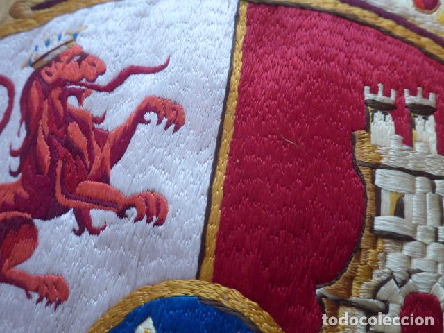 Militaria: * Antigua bandera española bordada a doble cara, preciosa, epoca de guerra Cuba. castells. ZX - Foto 4 - 196288867