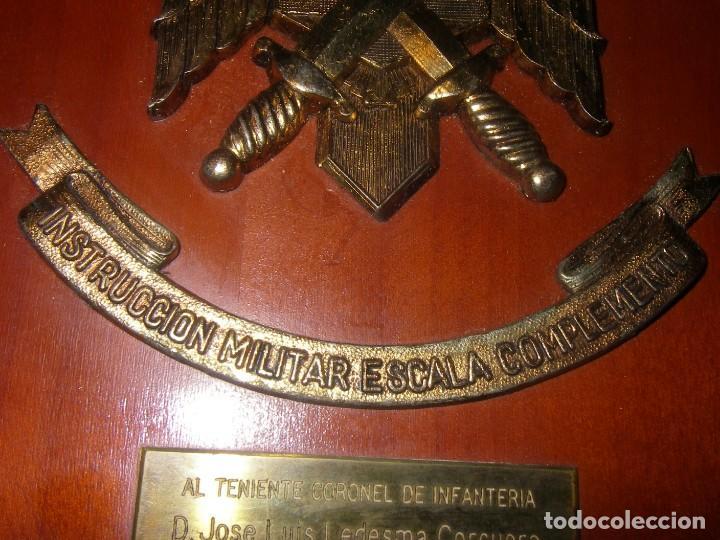 Militaria: Metopa de Instrucción Militar Esacala de Complemento, IMEC, Madera y metal, 27 x 18 cm. - Foto 3 - 237565115