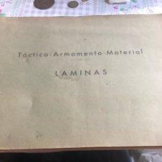 Militaria: LIBRO CON LAMINAS TÁCTICA-ARMAMENTO-MATERIAL, 34 LÁMINAS. Lote 197213867