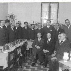 Militaria: AT50- EXTRAORDINARIA FOTOGRAFIA ANTIGUA - COMIDA DE GRUPO DE POLITICOS ESPAÑOLES- 1.935 . Lote 197479232
