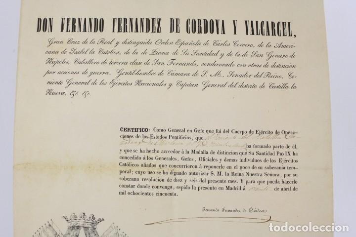 Militaria: Fernando Fernandez de Cordova y Valcarcel, documento medalla de distinción teniente batallón, 1850. - Foto 2 - 223560795