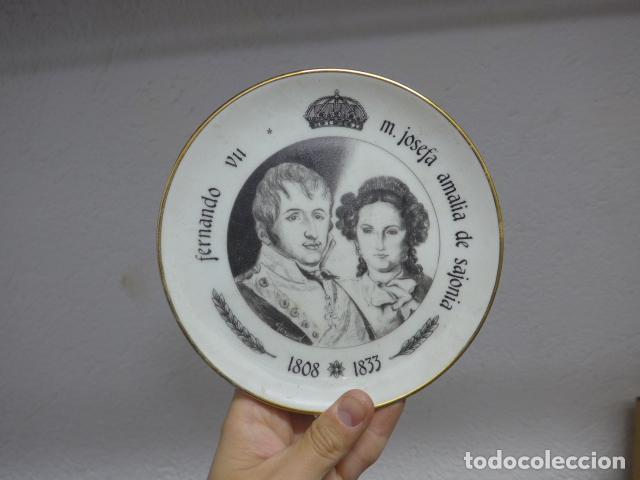ANTIGUO PLATO DE PORCELANA DE REY FERNANDO VII Y JOSEFA AMALIA DE SAJONIA (Militar - Propaganda y Documentos)