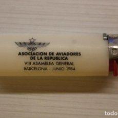 Militaria: ASOCIACIÓN DE AVIADORES DE LA REPÚBLICA, VIII ASAMBLEA GENERAL, JUNIO 1984, MECHERO BIC. Lote 236995005