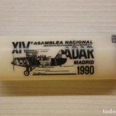 Militaria: ASOCIACIÓN DE AVIADORES DE LA REPÚBLICA, XIV ASAMBLEA NACIONAL, ADAR, MADRID, 1990, MECHERO BIC. Lote 236995300