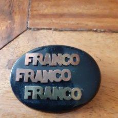 Militaria: EMBLEMA BROCHE FRANCO PARA EVENTOS FRANQUISTAS (BAQUELITA, COBRE Y LATON ). Lote 229407605