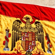 Militaria: BANDERA ARMADA O MILITAR ESPAÑOLA,ÉPOCA FRANQUISTA,FRANCO,FALANGE,REGLAMENTO BANDERAS 1945,145 P 95. Lote 254034830