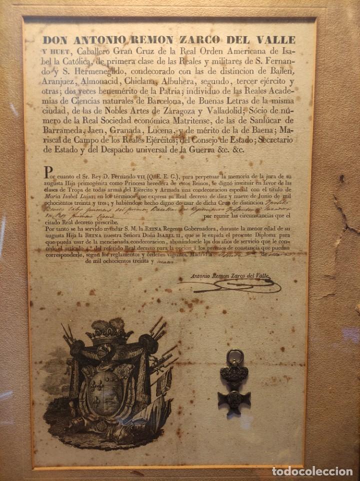 DIPLOMA DE ISABEL MARÍA LUISA CON MEDALLA AL VALOR (Militar - Propaganda y Documentos)