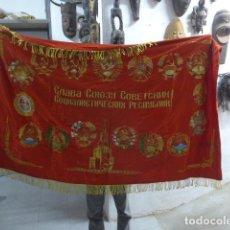 Militaria: ANTIGUA GRAN BANDERA DE LA URSS COMUNISTA CON FLECOS A DOBLE CARA, ORIGINAL. UNION SOVIETICA.. Lote 266573973