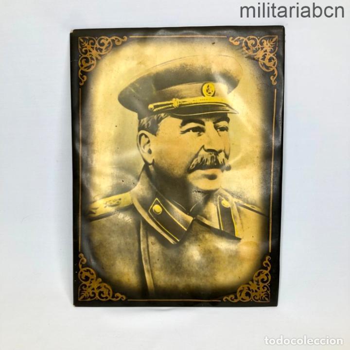 URSS UNIÓN SOVIÉTICA. RETRATO DE STALIN PARA MESA O COLGAR. AÑOS 40. 23'5 X 17'5 CM. (Militar - Propaganda y Documentos)