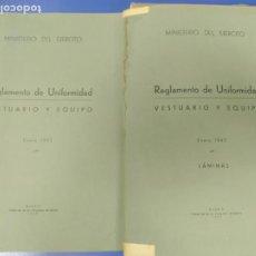 Militaria: LOTE LIBRO + CARPETA 100 LAMINAS REGLAMENTO DE UNIFORMIDAD VESTUARIO Y EQUIPO EJERCITO 1943. Lote 277752053
