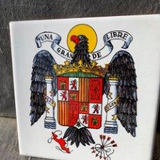 Militaria: ANTIGUA CERÁMICA,RACHOLA,CON BANDERA Y ESCUDO DE ESPAÑA FRANQUISTA,FRANCO,FALANGE,ESCUDO ESPAÑA AGUI. Lote 287985358