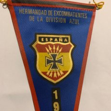 Militaria: BANDERÍN DE LA DIVISIÓN AZUL,DIVISIONARIO,HERMANDAD 1981,PERFECTO ESTADO. Lote 292262468