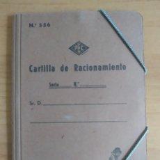 Militaria: CARTILLA DE RACIONAMIENTO CON SU CARPETA 1952. Lote 293608553