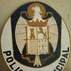 Militaria: CARTEL DE UNA JEFATURA DE POLICÍA MUNICIPAL. ÉPOCA FRANCO. DECORATIVO DISEÑO DEL ÁGUILA DE SAN JU. Lote 13198401