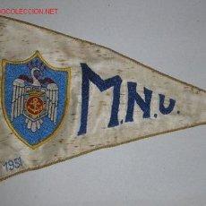 Militaria: ESTANDARTE DE COCHE DE LA MILICIA NAVAL UNIVERSITARIA. BORDADO SOBRE SEDA BLANCA. FECHADO EN 1951. Lote 13198474