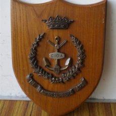 Militaria: METOPA MARINA .. CIDA .. DE BRONCE BASE MADERA. Lote 103238238