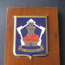 Militaria: METOPA REGIMIENTO ZAPADORES R. G. MADERA Y METAL. Lote 38959797