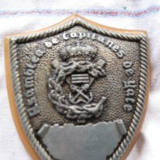 Militaria: METOPA ANTIGUA DE PLOMO, SOBRE MADERA. ASAMBLEA CAPITANES DE YATES - YATE ARQUIMEDES II. Lote 34293264