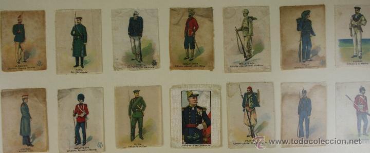 Militaria: K3-023. COMPOSICION DE SOLDADOS, BANDERAS Y ESCUDOS DE SALA IMPRESO EN SEDA. PRINC S XX. - Foto 3 - 39735182