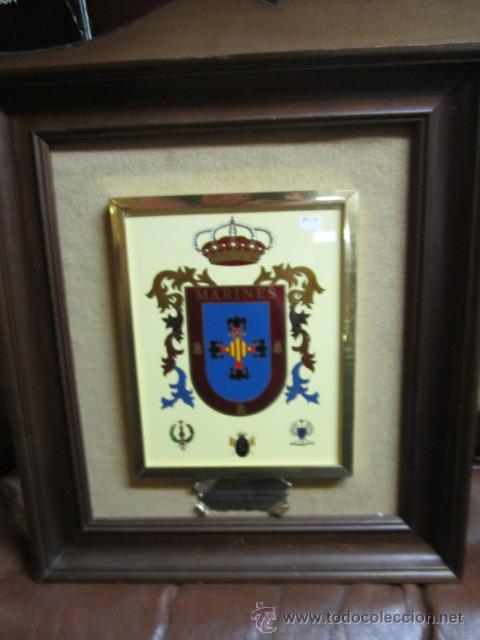 ESCUDO MILITAR DE MARINES ENMARCADO. CON DEDICATORIA. MEDIDA ESCUDO: 19 X 24 CMS. (Militar - Reproducciones, Réplicas y Objetos Decorativos)