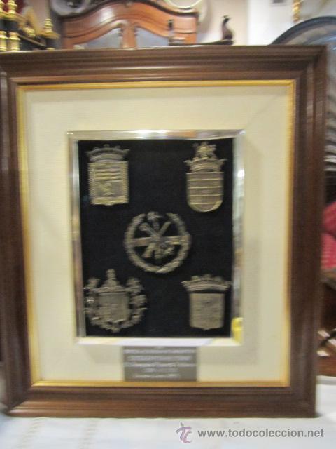 5 escudos militares de metal, enmarcados. con d - Comprar ...