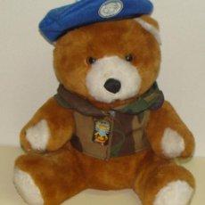 Militaria: OSITO DE PELUCHE MILITAR. CASCO AZUL ESPAÑOL EN MISIONES EN BOSNIA HERZEGOVINA, AGT CANARIAS. Lote 139912910
