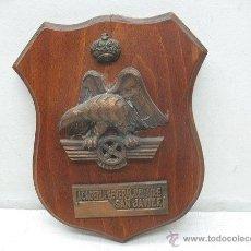 Militaria: ESCUDO DE MADERA DE LA ACADEMÍA GENERAL DEL AIRE SAN JAVIER. Lote 43109668