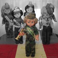 Militaria: 1 MUÑECA CON UNIFORME MIMETIZADO AÑOS 80-90, RECUERDO TÍPICO DE LA MILI COMPLETA , 44 CM.. Lote 43036170
