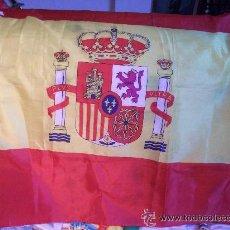 Militaria: BANDERA NACIONAL CON ESCUDO CONSTITUCIONAL .90 X 160 CM. Lote 45686189