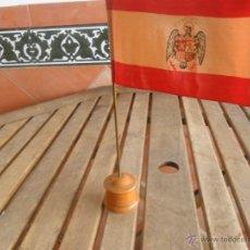 Militaria: BANDERA DE ESPAÑA BANDERIN DE SOBREMESA PARA DESPACHO . Lote 47301816