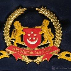 Militaria: PLACA ESCUDO DE ARMAS DEL EJÉRCITO DE SINGAPUR EMBLEMA REPLICA. Lote 50422709