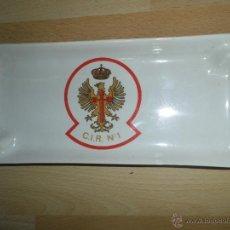 Militaria: ANTIGUA BANDEJA PORCELANA PORTALAPICES DEL CIR Nº 1 DE CACERES DEL EJERCITO DE TIERRA. Lote 50951328