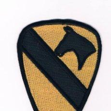 Militaria: PARCHE BORDADO INSIGNIA MILITAR 1º DE CABALLERÍA 5,5 CM X 8 CM NUEVO. Lote 51208947