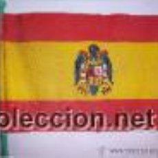 Militaria: BANDERITA DE MESA NACIONAL CON ESCUDO DEL AGUILA . EPOCA DE FRANCO ... Lote 51726402