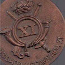 Militaria: MILITARIA. MEDALLA BRONCE. XI BRIGADA MECANIZADA. 8 CM. DIÁMETRO. Lote 56410427