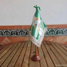 Militaria: BANDERA BANDERIN DE SOBREMESA CON ESCUDO GRABADO SANTA CRUZ DE LA SIERRA . Lote 56889877