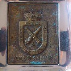 Militaria: CENICERO ACADEMIA DE ARTILLERÍA ACERO Y METAL. Lote 58350857
