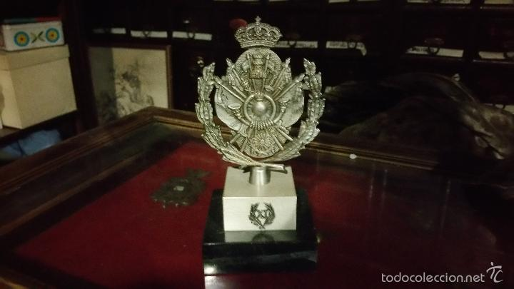 METOPA O ESCULTURA CONMEMORATIVA DE LA ACADEMIA GENERAL DE OFICIALES ZARAGOZA XI PROMOCION (Militar - Reproducciones, Réplicas y Objetos Decorativos)