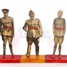 Militaria: CONJUNTO 3 FIGURAS DE MADERA CON SOPORTE BANDERA ESPAÑA: FRANCO, QUEIPO DE LLANO Y MOLA. ORIGINALES. Lote 58922950