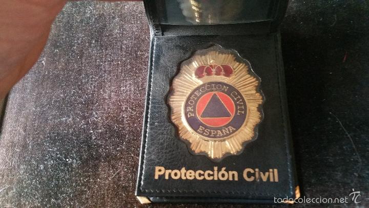 CARTERA DE PIEL CON CHAPA DE PROTECCION CIVIL (Militar - Reproducciones, Réplicas y Objetos Decorativos)