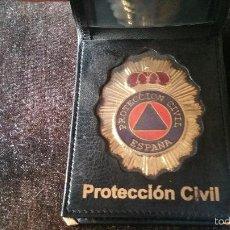 Militaria: CARTERA DE PIEL CON CHAPA DE PROTECCION CIVIL. Lote 59730237