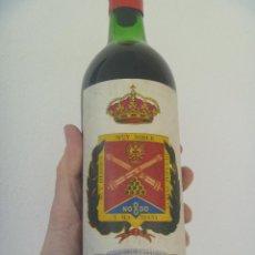 Militaria: BOTELLA DE VINO DE RIOJA PARA EL REGIMIENTO DE ARTILLERIA DE CAMPAÑA Nº 14 . SIN ABRIR, COSECHA 1982. Lote 195060102