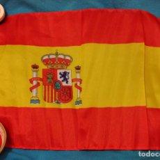 Militaria: BANDERA DE ESPAÑA CON ESCUDO, PARA MANIFESTACIONES O LLEVAR EN MOTO, BICI, COCHE, ETC, MIDE 45X32. Lote 74338867